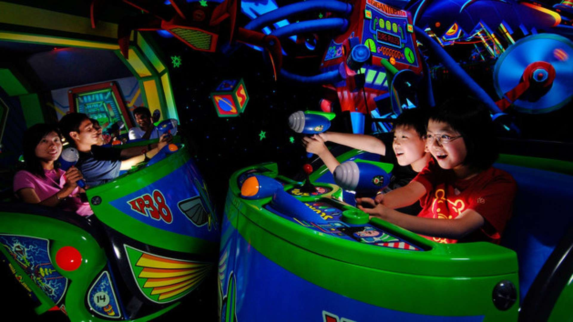 Disneyland Astro Blasters-  Online Game, Score and PostCard